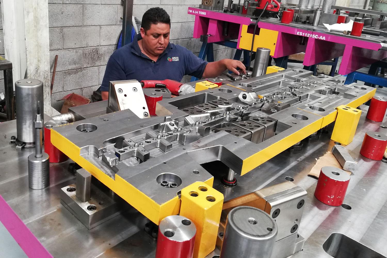 análisis de troqueles para fabricación